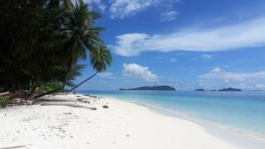 Bílou pláž na Bali nenajdeš