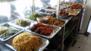 Typické jídlo na Bali - nasi campur